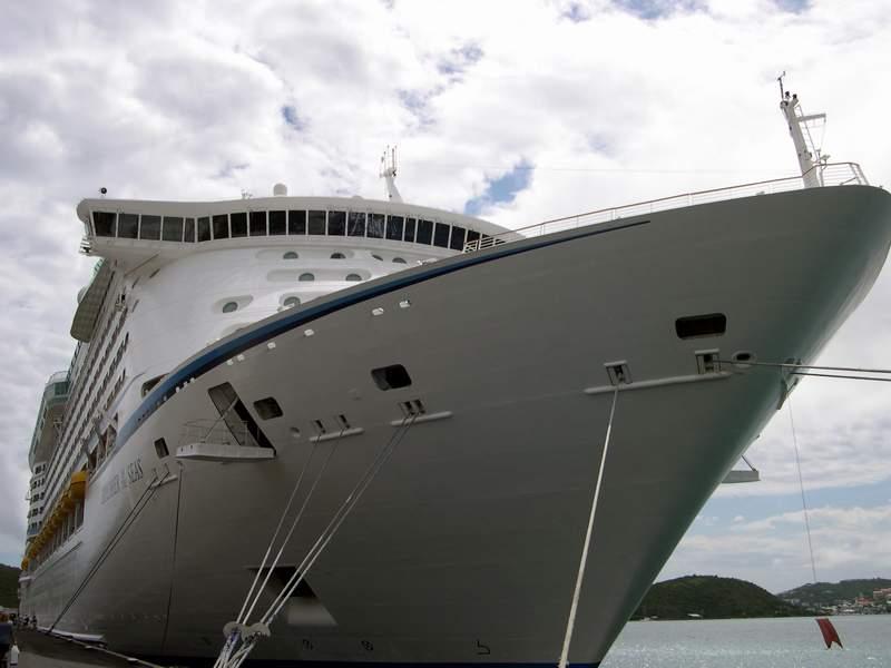 اجمل واكبر سفينة ركاب بالعالم 2014 , صور اكبر سفينه بالعالم 2014 explorer_of_the_seas1.jpg