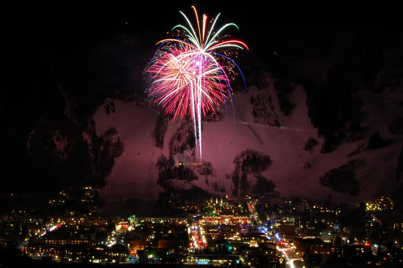 New Years Eve Fireworks 2008 In Aspen, Colorado | Photos By Jon Barnes Of